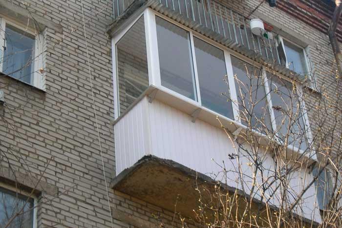 Остекление балкона с крышей в хрущевке своими руками.